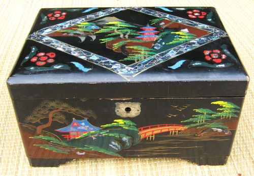 I had a musical JapaneseChinese jewellery box complete with