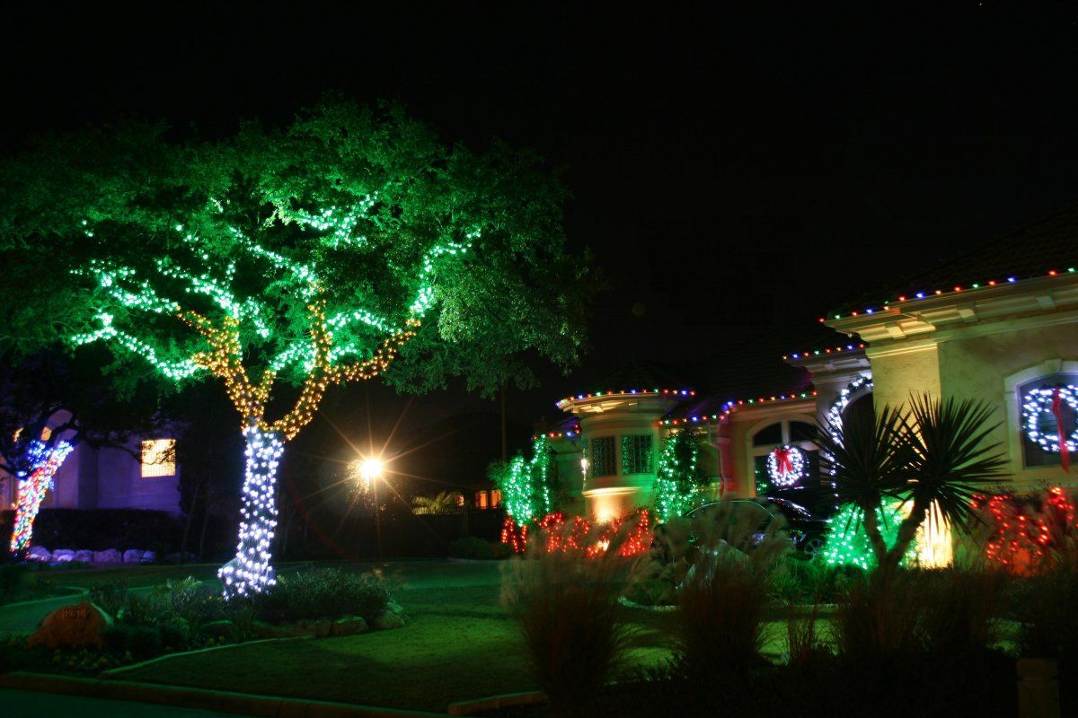 Outdoor Christmas Decorations Ideas with Perfect Tree Lighting Ideas ...