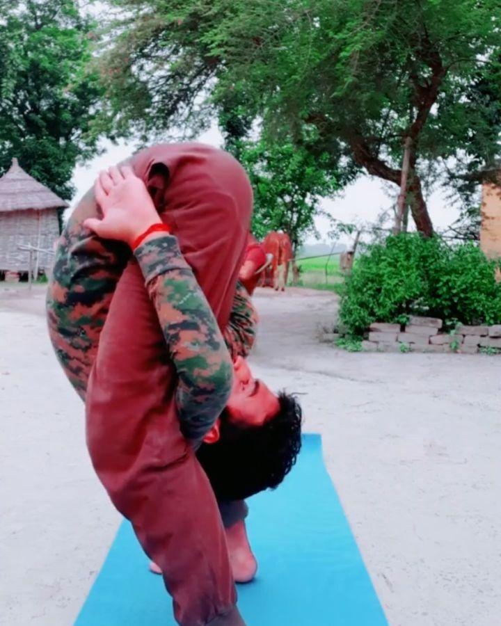 Thik hai !! #yoga #meditation #fitness #yogalife #love #yogainspiration #yogi #namaste #yogaeverydam...