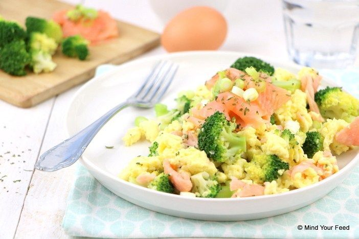 Roerei met zalm en broccoli - Mind Your Feed