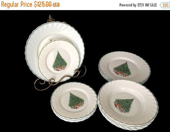 Noel Porcelle House of Salem Service for Six China Set for Six   Lovely set for six perfect  for your holiday table! Noel pattern from Salem China Company in white milk gla... #vintage #etsy #gifts