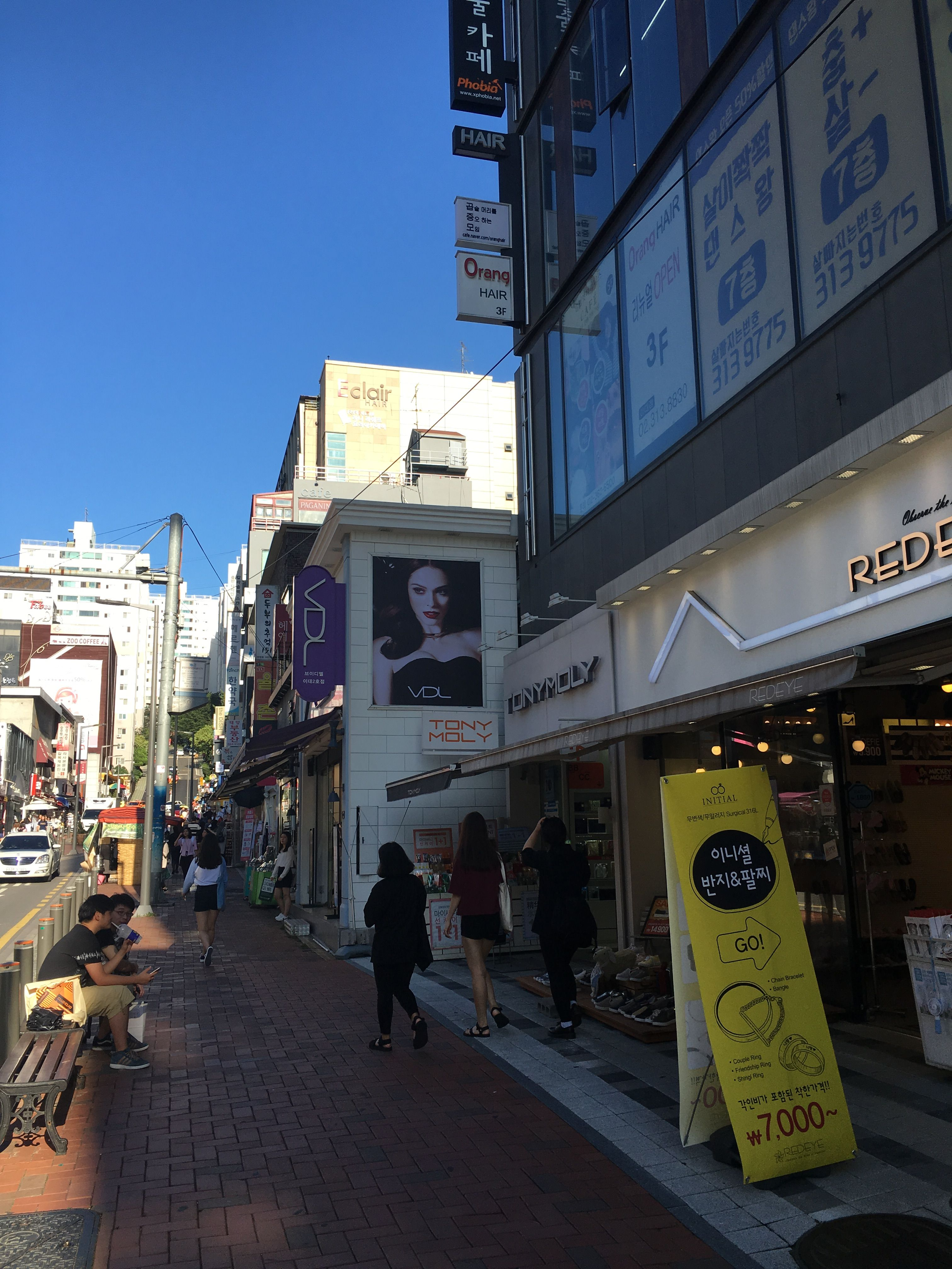Einkaufsstrasse In Der Nahe Der Ewha Woman S University Shopping Street Close To Ewha Woman S University Seoul Pictures Landmarks