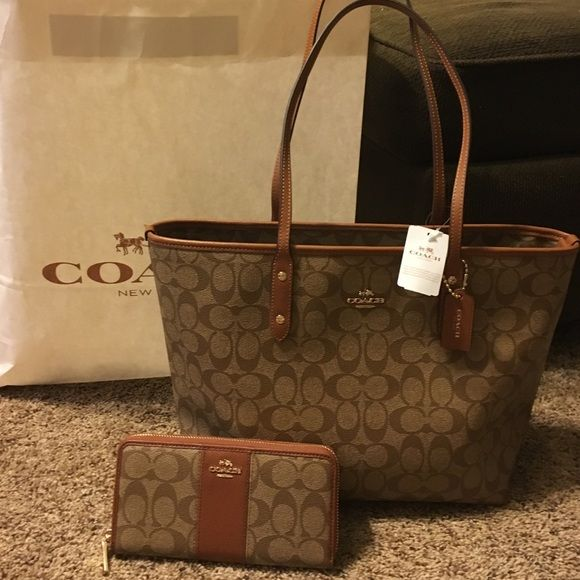 final price nwt coach set nwt coach tote and wallet. Black Bedroom Furniture Sets. Home Design Ideas