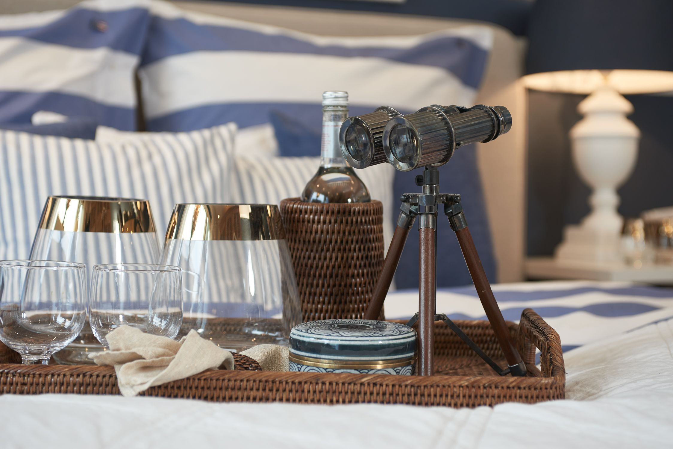 Maritimes Schlafzimmer ~ Stilvolle accessoires aus der togo serie von flamant. maritime