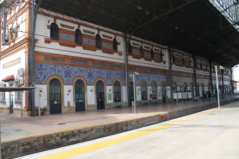 fachada de la estación de Jerez de la Frontera
