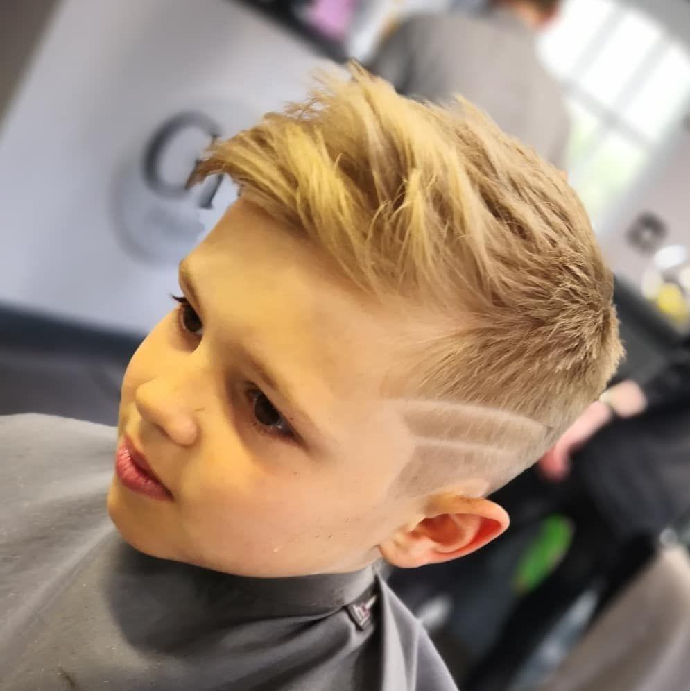 Die Besten Stylistentipps Fur Jungenhaarschnitte 2020 77 Fotos Videos Frisuren 2020 Neue Frisuren Und Haarfar In 2020 Boys Haircuts Boy Hairstyles Kids Hairstyles