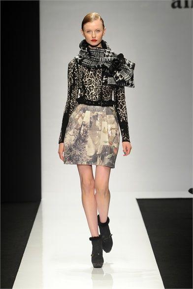Foto e commenti per conoscere la collezione, gli outfit e gli accessori di Angelo Marani presentati per Collezioni Autunno Inverno 2012-13