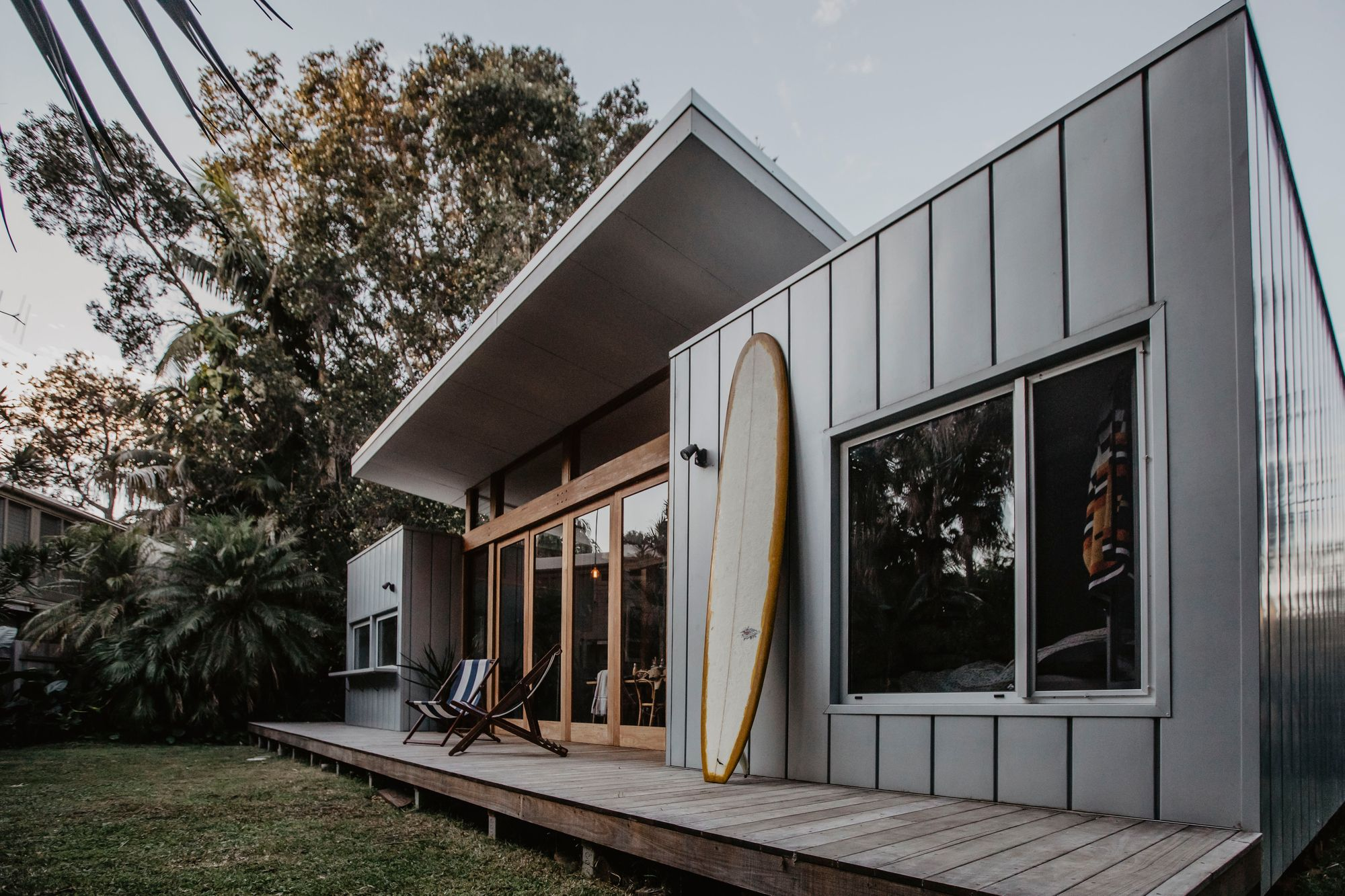 The Bluey S Beach Shack Was An Unreal Little Oasis Of Peace And Quiet Within Walking Distance Of The Beach In 2020 Beach House Exterior Modern Beach House Beach Shack