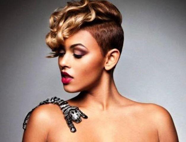 Bien connu Coupe de cheveux rasé sur le coté femme: idee coiffure en photos  WU81