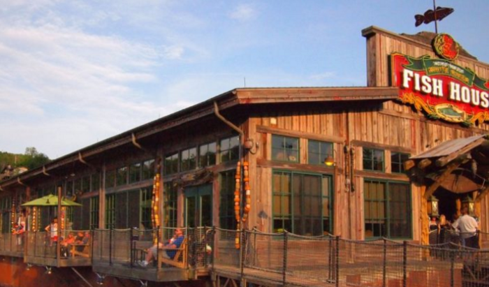 These 10 Restaurants In Missouri Have The Best Seafood Imaginable Fish House Restaurant Fish House River Fishing