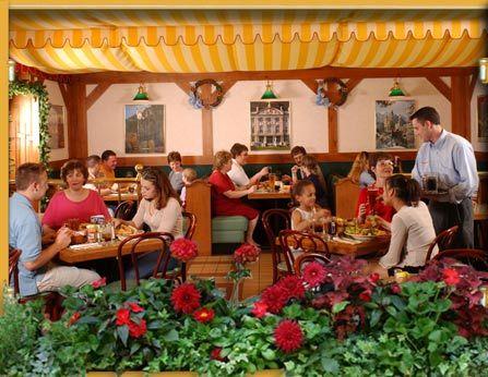 Dunderbak's German Restaurant: Where Every Day is Oktoberfest