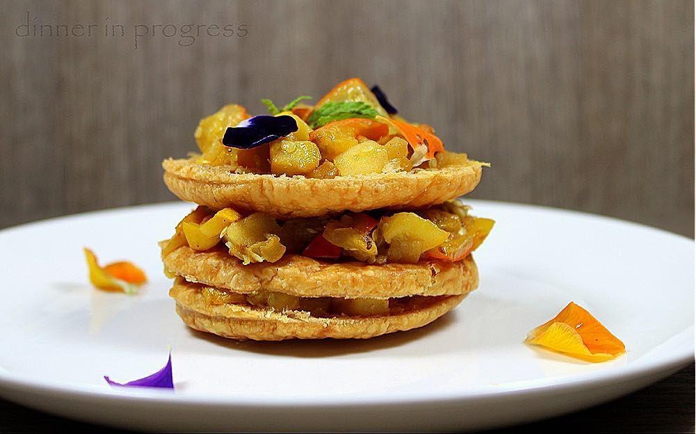 #dip #menúatema #menúamicivegetariani #secondo #secondcourse #contorno #vegetables Ratatouille millefoglie con peperoni gialli melanzane rosse e zucchine gialle alla ment timo e basilico con pasta sfoglia fatta in casa. Un secondo vegetariano da leccarsi i baffi! La mia ricetta per una ratatouille creativa è sul blog! #recipeonblog #newrecipe #myrecipe #tweegram #cute #igers #provence  #foodpic #instagood #instafood #instagourmet #theartofplating #goodfood #comfortfood #cusine_captures…