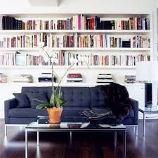 Risultati immagini per libreria a muro con divano for Divano incassato