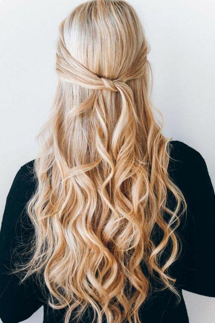 Elegante Und Gleichzeitig Lassige Frisur Mit Locken Halbes Haar Hochgesteckt Ohne Ha Lassige Frisuren Frisuren Lange Haare 50er Hochsteckfrisuren Lange Haare