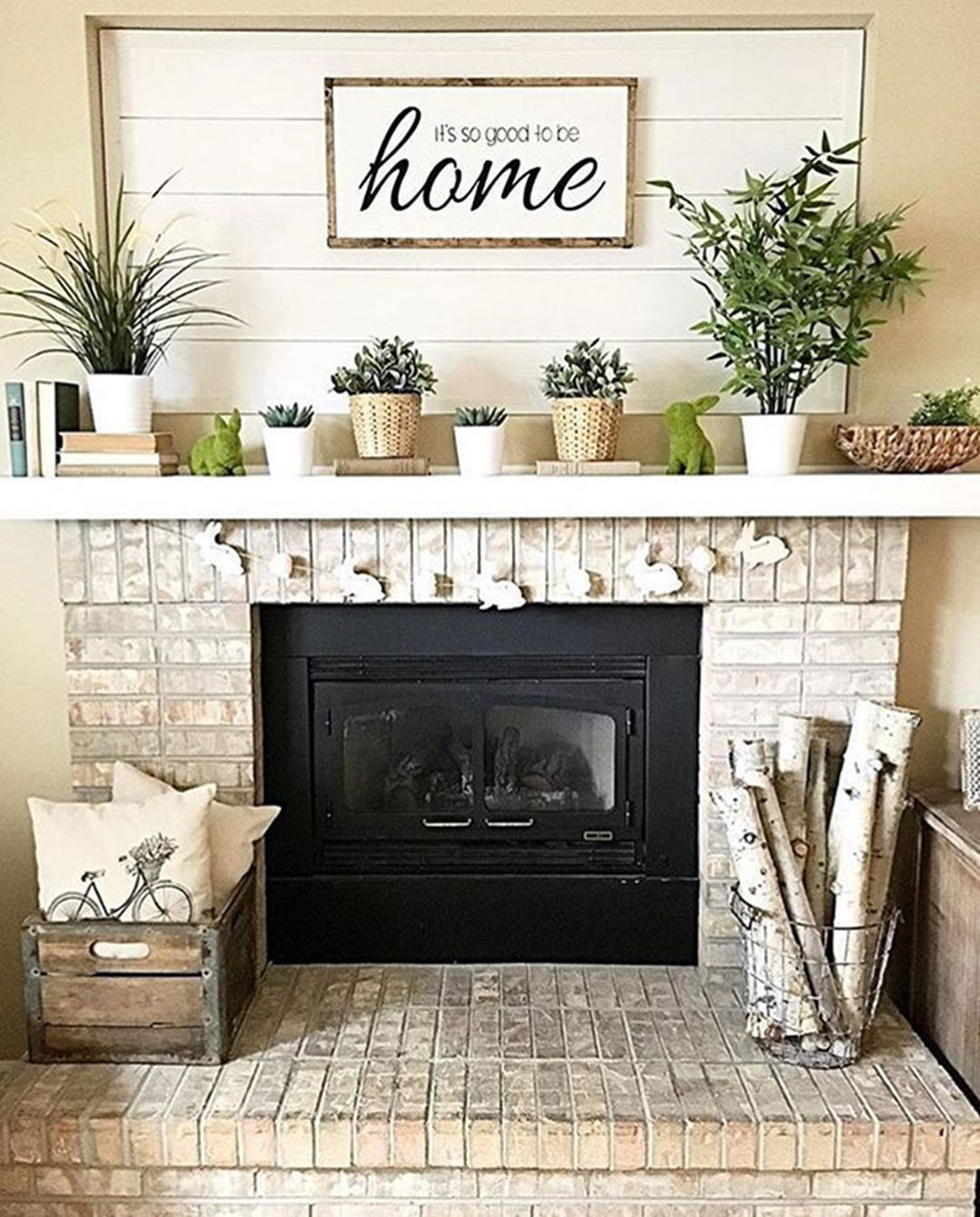 10+ Beautiful Farmhouse Fireplace Mantel Decorations That Will Make You More Comfort images