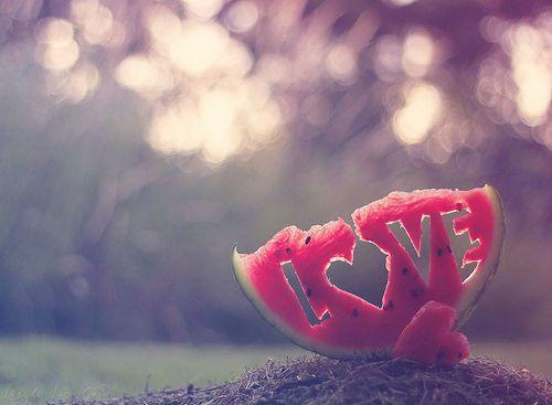 The day I will stop loving you is the day, when I close my eyes forever. Der Tag an dem meine Liebe zu dir endet ist der Tag, an dem ich meine Augen für immer schließe.