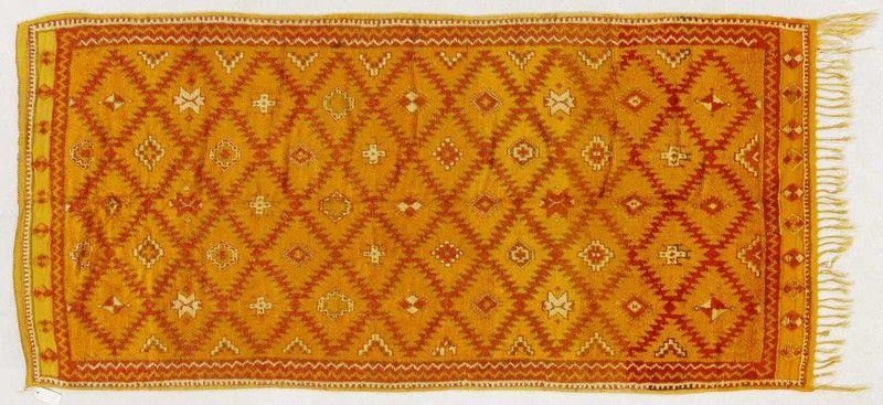 Daniele Boralevi con un interessante tappeto Berbero (Marocco) di cm 290 x 140.