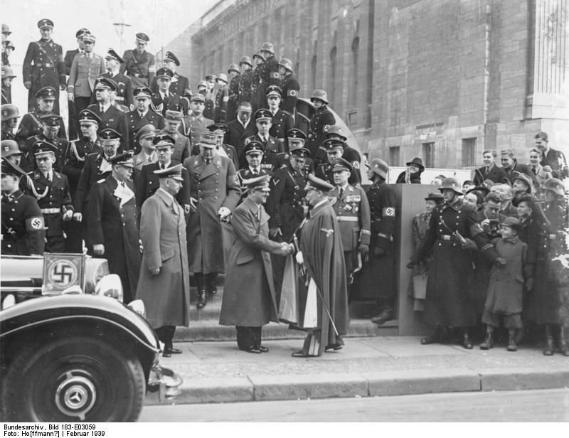photo adolf hitler and other top german leaders leaving the japanese art exhibition at the. Black Bedroom Furniture Sets. Home Design Ideas