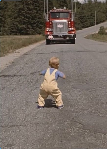 """♣A scene from """"Pet Sematary"""" (1989) kids you can't take"""
