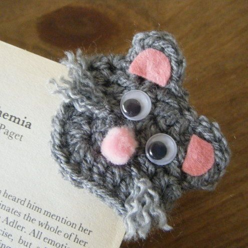 mousey crochet corner bookmark - no pattern