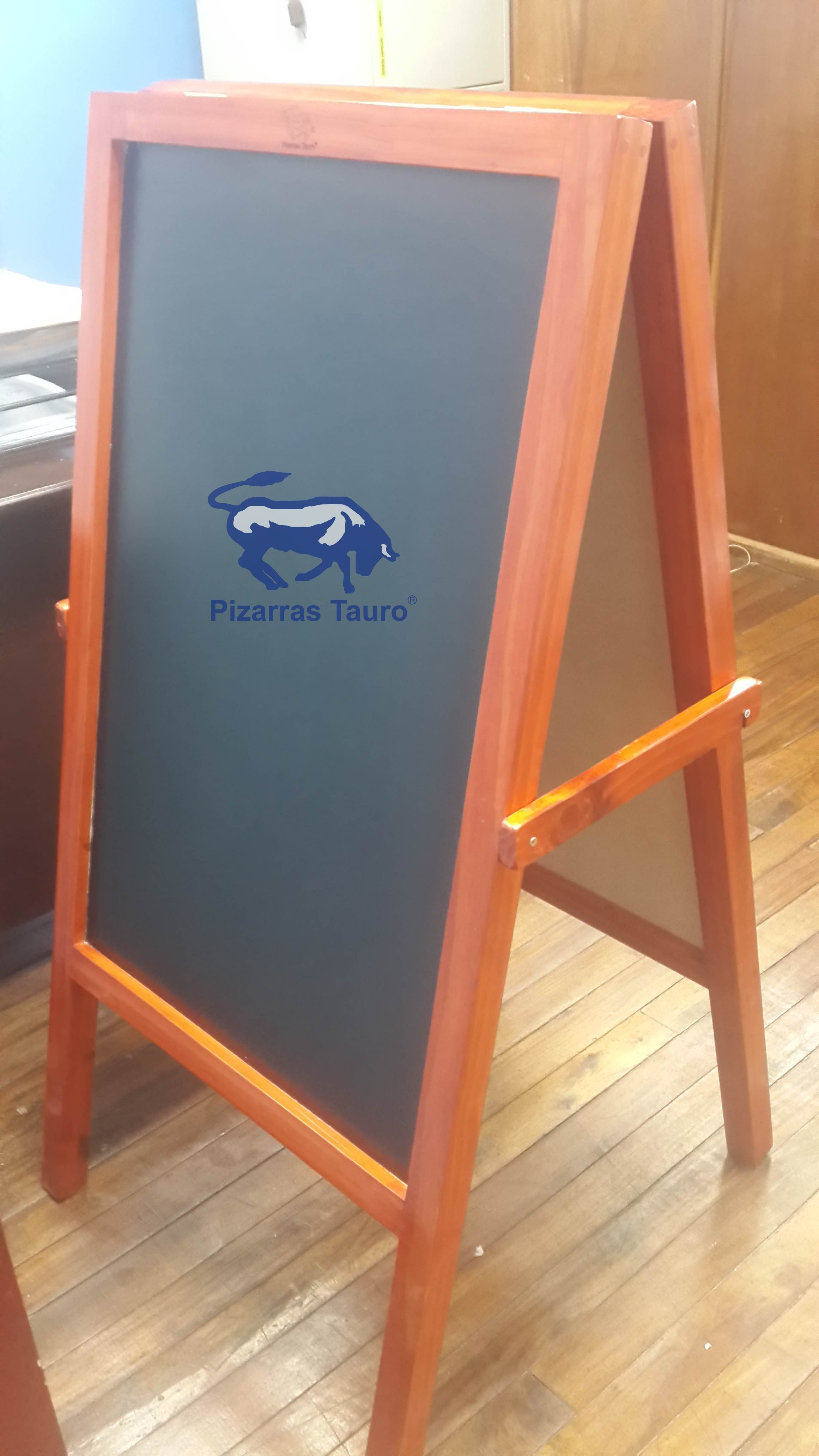 Pizarra restaurante con marco de madera pintado | Pizarras para tiza ...