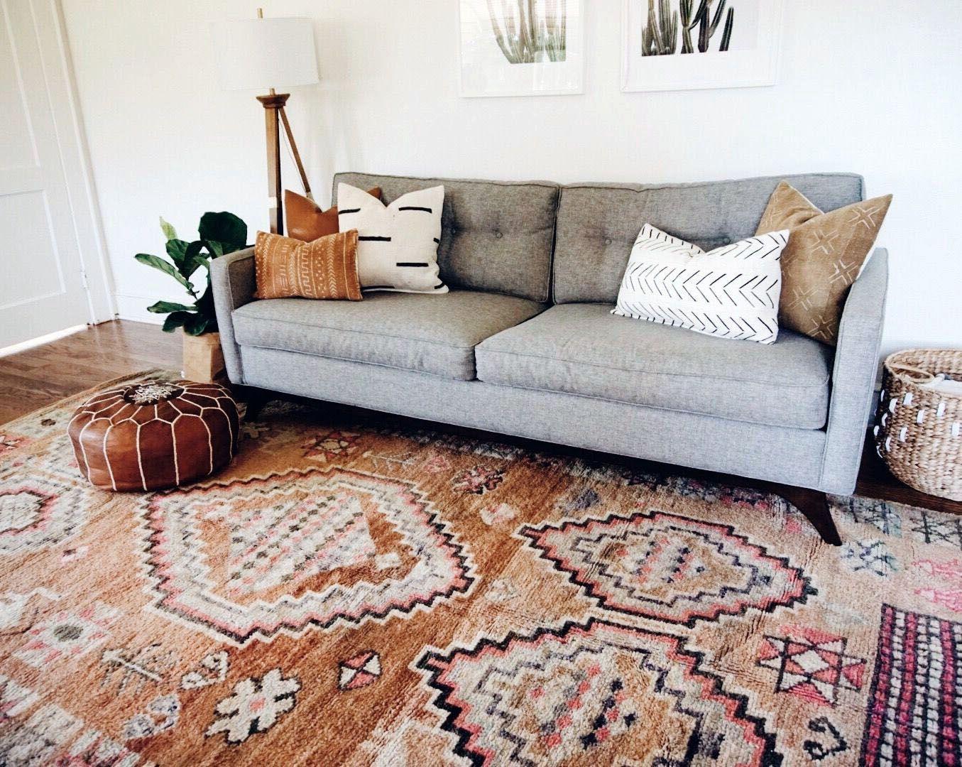 Stunning Open Plan Living Room With Delightfull Lighting Design In