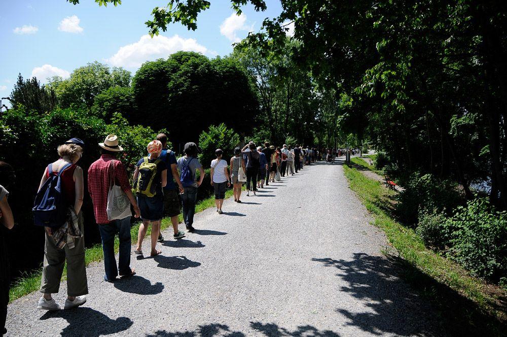 Limmat Art Walk, 2012 (Hamish Fulton)El PASEO puede considerarse una forma de arte, pero a diferencia de un objeto de arte, un paseo no puede venderse...Queria que mi arte tratara de la experiencia real, no de situaciones ficticias ni de manipulación de los medios