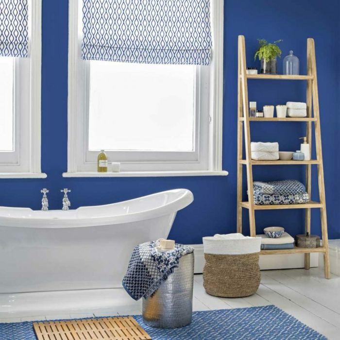 decoracion baños, baño en blanco y azul, paredes pintadas en azul ...