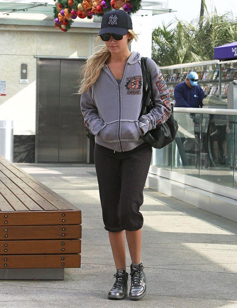 Ashley Tisdale Photo - Ashely Tisdale Hitting The Gym In West Hollywood