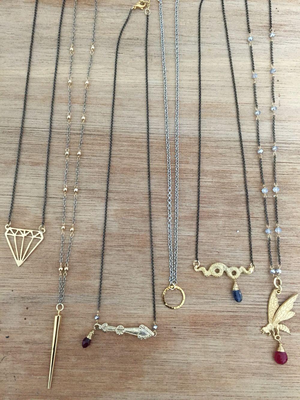 dabede52f7f8 Collares largos con dije bañado en oro  accesorios  moda  cadena  joyeria   jewelry  fashion