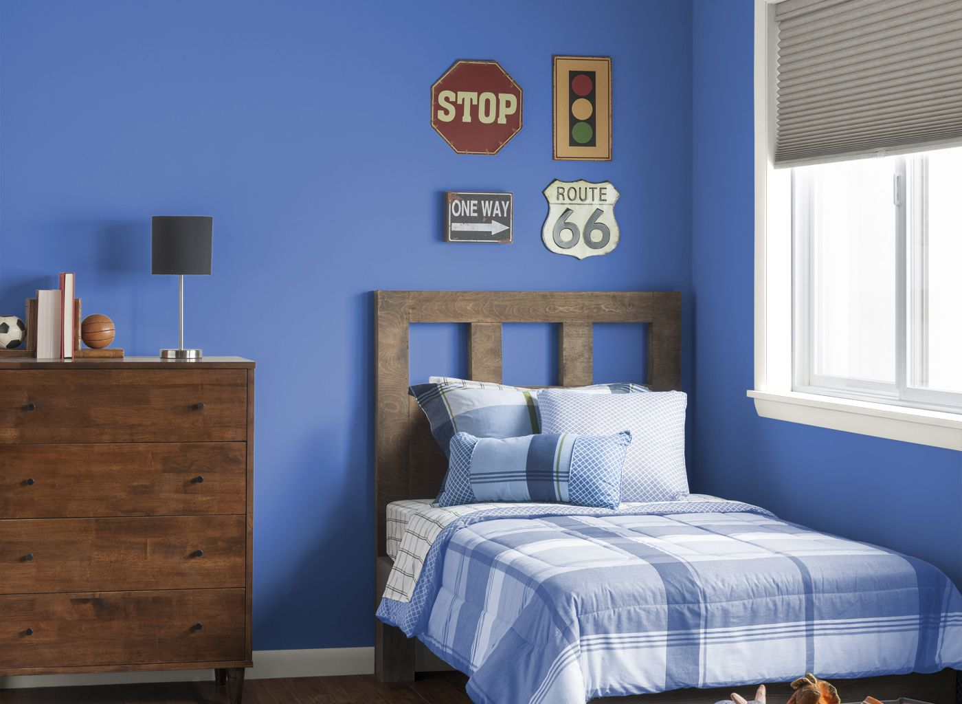 bedroom in bright cornflower blue for quilt blue bedroom walls boys bedroom paint boys. Black Bedroom Furniture Sets. Home Design Ideas