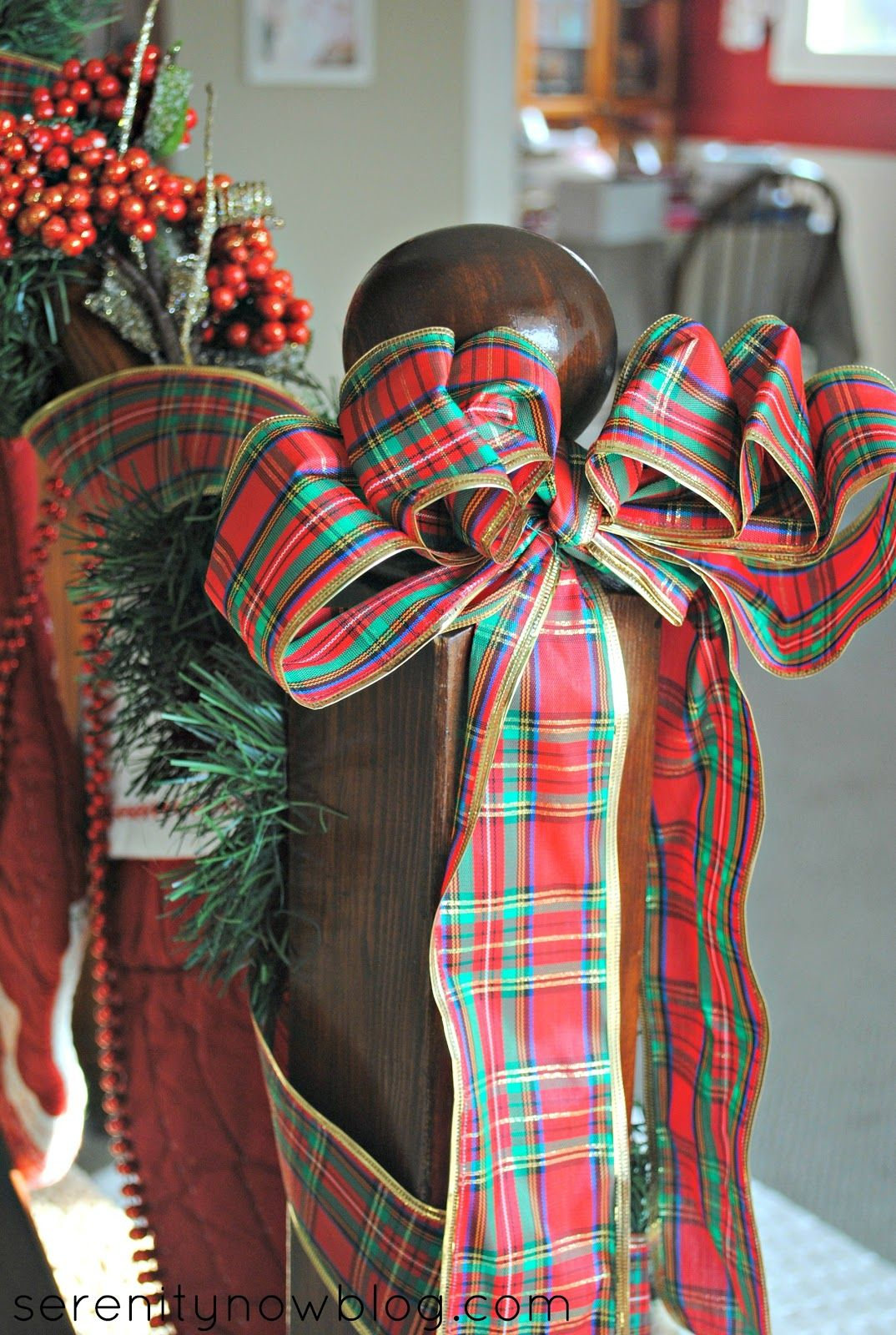 Super pretty Christmas decorations - and such a cozy house from @serenitynowgirl