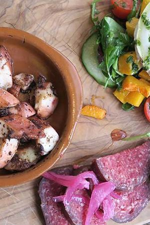 De Proeverij at Landmarkt in Amsterdam North. Healthy lunch and dinner hotspot. Fresh ingredients and delicious dishes.  http://www.yourlittleblackbook.me/de-proeverij-landmarkt-amsterdam-noord/