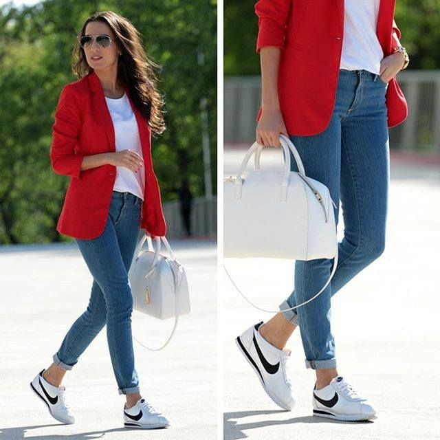 Pin de Ana Bugallo en look   Pinterest   Saco rojo Atuendos de moda y Ropa
