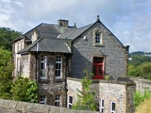 Orchard House Is A Large Victorian House In A Quiet Area Of Bakewell 10 Minutes Walk From The Peak District Cottages Victorian Homes Cottage
