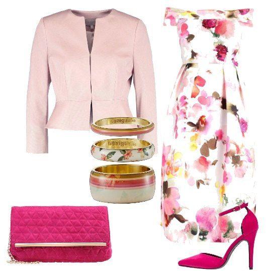 f8946df97a77 Un vestito in una delicata fantasia floreale viene proposto con una giacca  corta e degli accessori