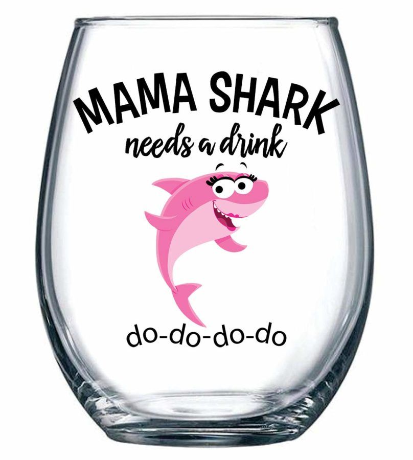 30 Funny Wine Glasses For Your Wine-Obsessed Friend   Christmas gifts for mom, Funny wine ...