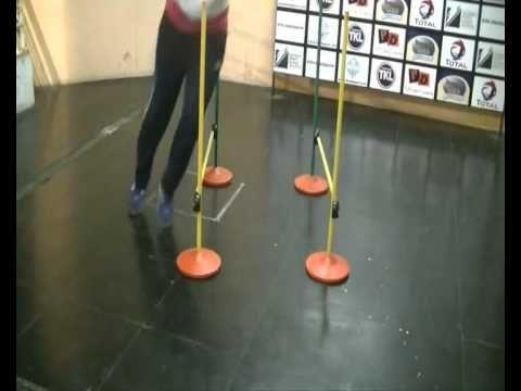 Pliometría: vallas y conos - YouTube