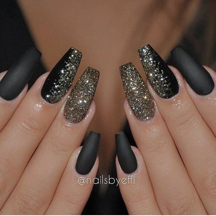 Sparkly nails perfect for the holidays @nailsbyeffi #FCnails"