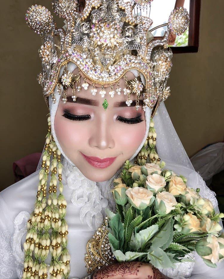 Photo of Pengantin genic-ku ❤ Neng iqis😘  #makeup #inspirasipengantimuslimah #kebaya…