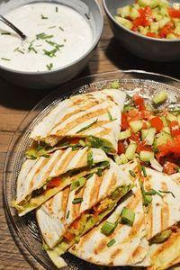 Quesadillas met pittige kip en avocado -