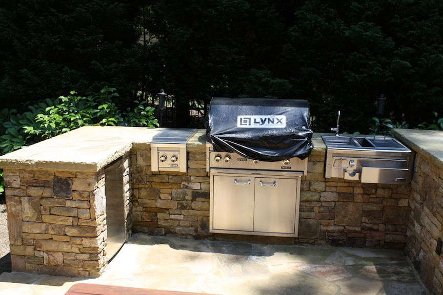 Stacked Stone Outdoor Kitchen With Grill Side Burner Sink And Fryer Outdoor Kitchen Diy Outdoor Outdoor Bbq