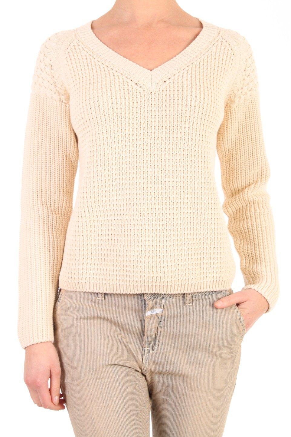 Deze pullover van Closed in Ivory is gemaakt van katoen. De trui heeft een v-hals en heeft verschillende structuren en heeft een rechte fit. Een stoere trui in 100% katoen. C96217 925 20 229 Pullover.