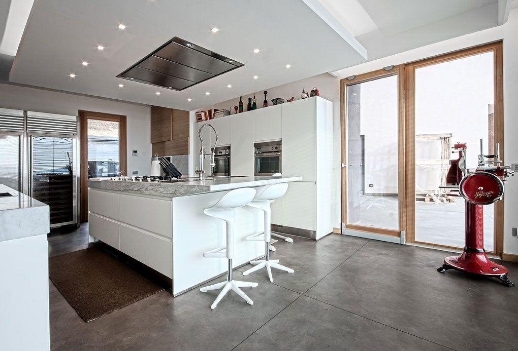 Bancone con sgabelli laterali kitchen pinterest sgabelli