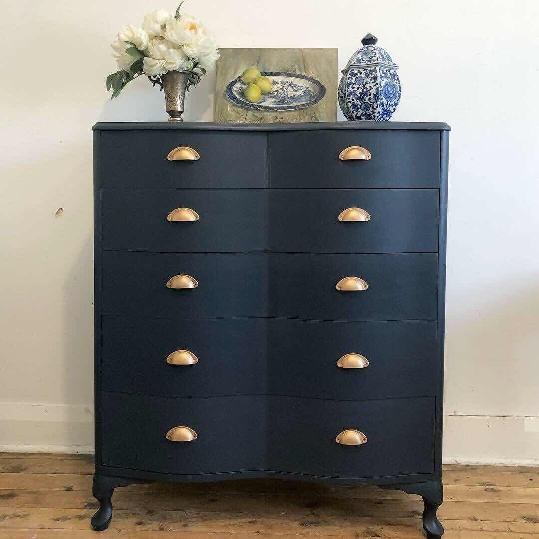 Beautiful Navy Fusion Mineral Paint Midnight Blue Drawers Beautiful Blue Drawers Fusion Midni In 2020 Black Painted Furniture Blue Painted Furniture Blue Drawers