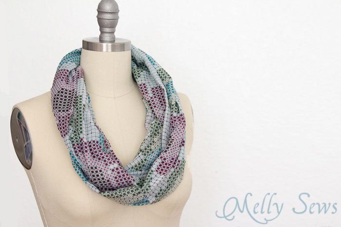 How to Make an Infinity Scarf - in Just 3 Steps | Molde