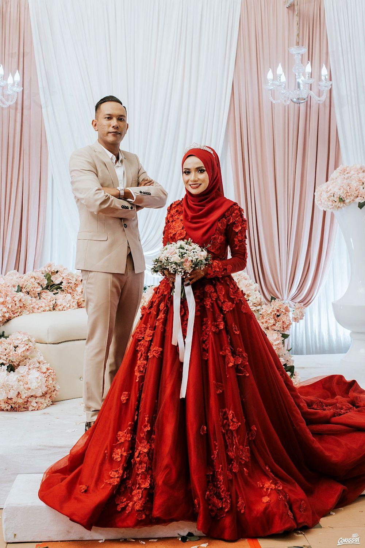 Colossal Weddings Farzhani Aisha In 2020 Muslim Wedding Dress Hijab Bride Muslim Wedding Dresses Disney Wedding Dresses