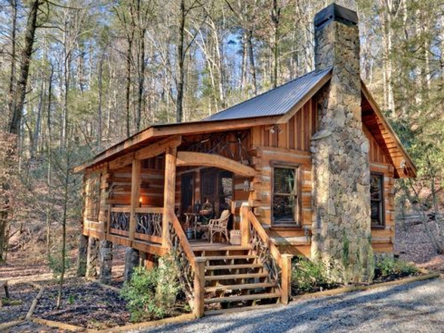 30 Comfortable Small Log Home Design Ideas For Best Inspirations Small Log Homes Small Cabin Interiors Log Home Designs