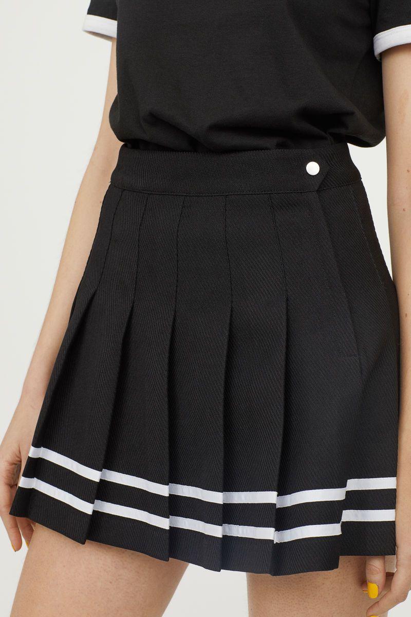 4fee526eca Short, pleated skirt in textured-weave fabric with a concealed side zip.  Grosgrain trim at hem. Unlined.