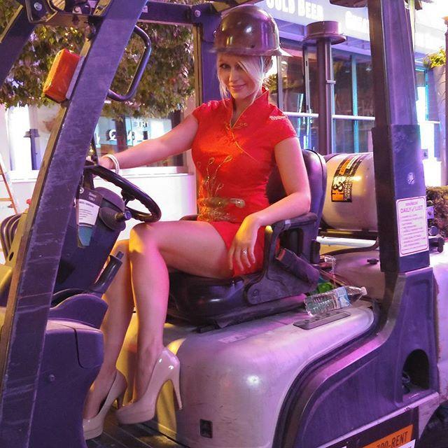 Potrebbe essere migliorata solo con l'uso della cintura di sicurezza !!!  #forklift #safety